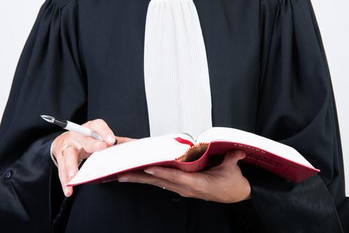 avocat en robe